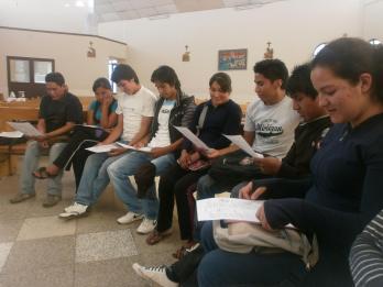 Orando en comunidad de hermanos