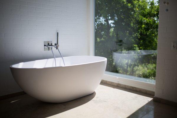 Comment aménager sa salle de bains astucieusement ?