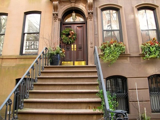 Is It Real The Story Behind Carrie Bradshaw S Apartment In