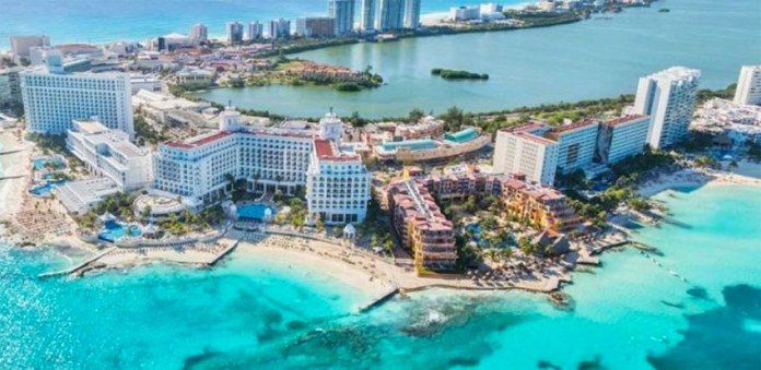 Tourist areas of Cancún are 'fairly insulated' from violence.