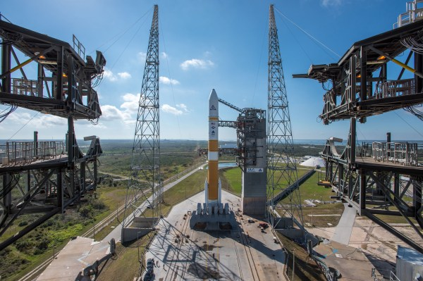 Photos: Launch pad gantry retracted from Delta 4 rocket ...