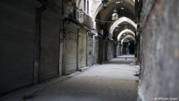 المحلات والدكاكين التي لم تدمر بالكامل أغلقت وانتهى النشاط التجاري في هذه المنطقة، وذلك بسبب استمرار الوضع المتردي.