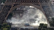 Clashes underneath Eiffel tower near fan zone