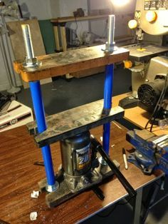 I wanted a hydraulic press for my shop, and didn't really like the design (o...