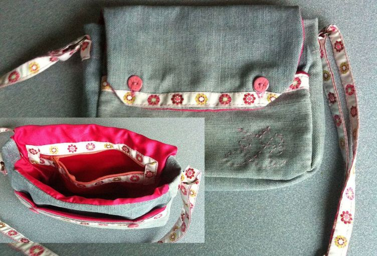 Un petit sac rose et jean