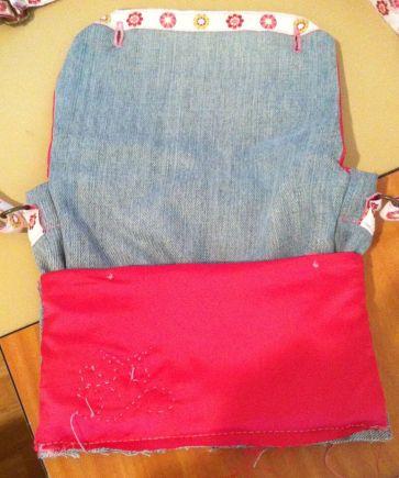 Couture du bas avec la poche avant retournée vue de dos