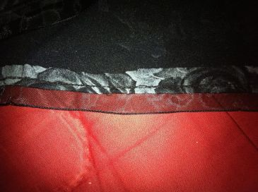 Couture ruban à l'intérieur