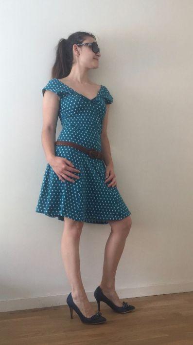 Robe-etoile_profil-avec-ceinture