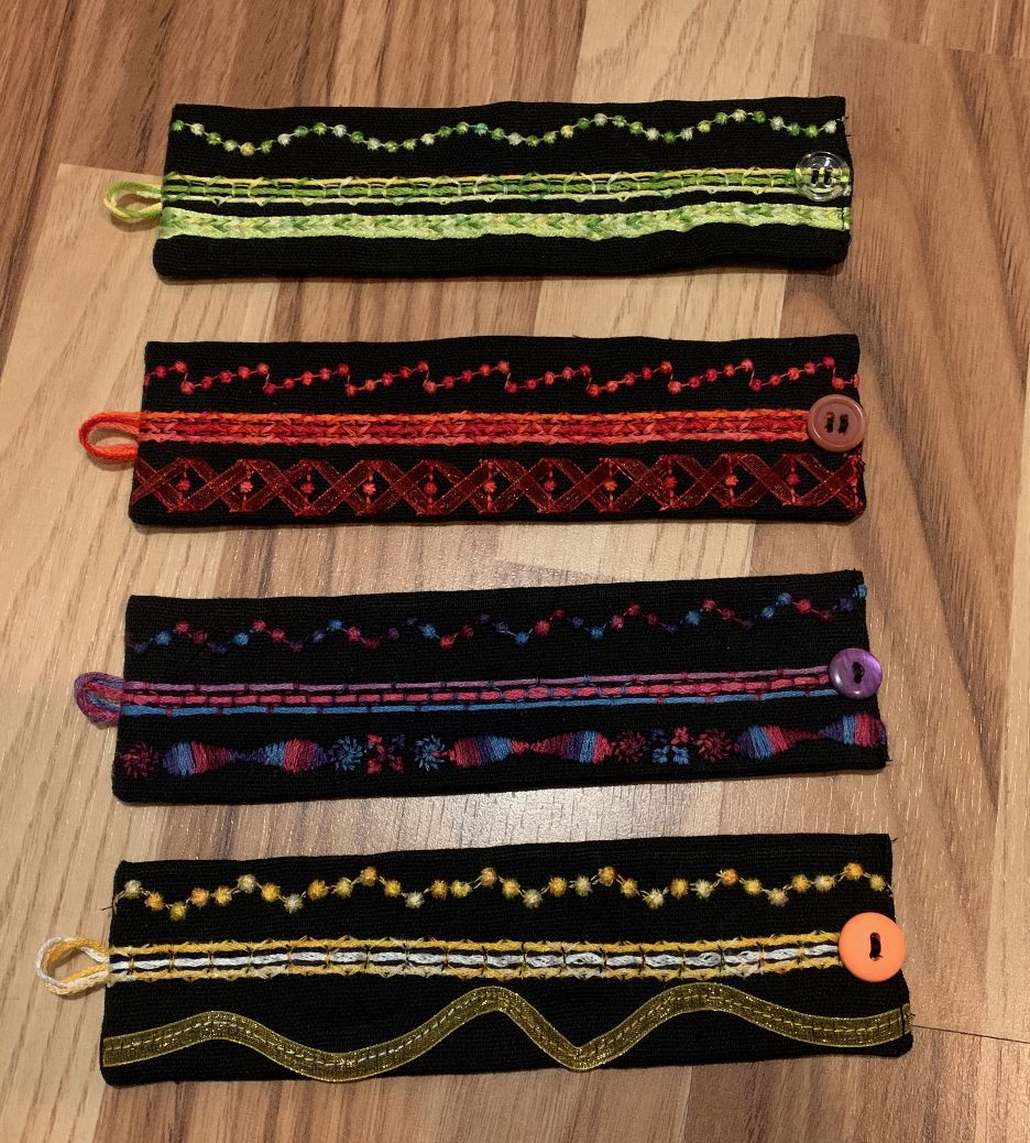 Des bracelets cousus