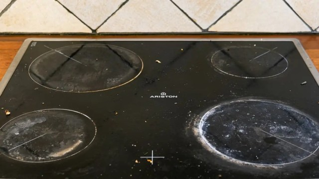 30 Steps: Clean Burnt Stove Top Glass With Baking Soda And Scraper