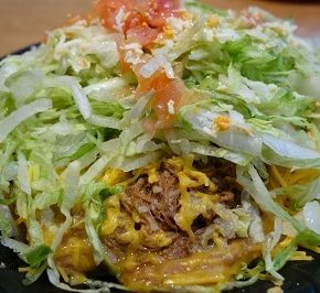 Seasoned beef makes this tostada taste great.