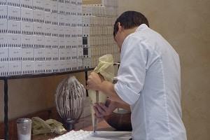 Precise piping of meringue