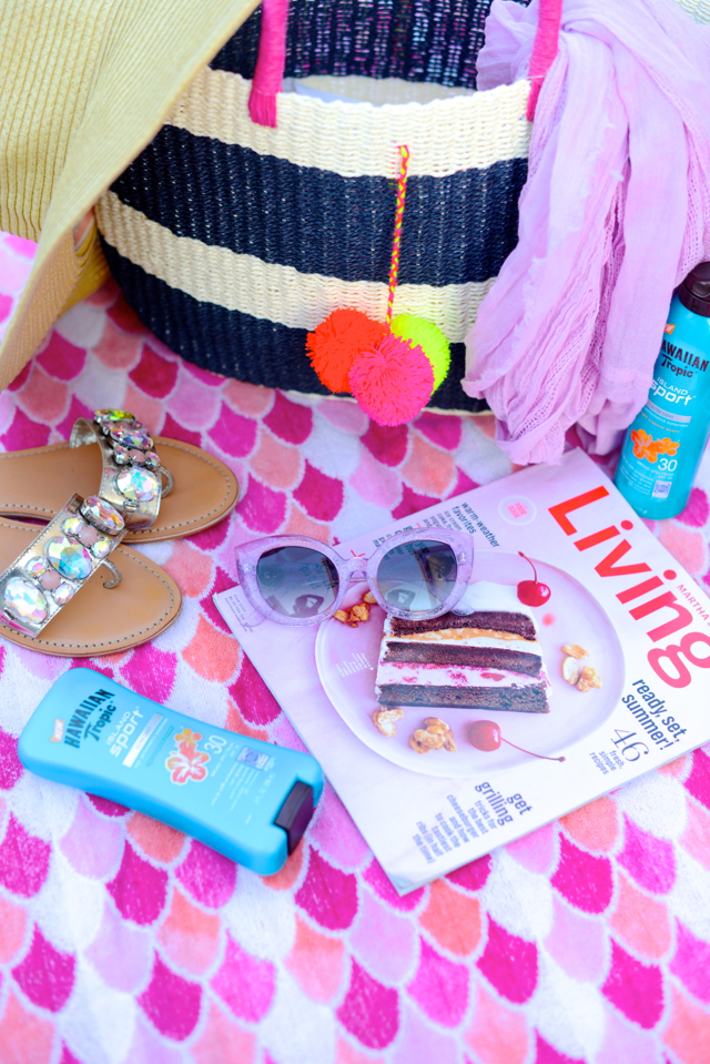 items to pack in a beach bag M Loves M @marmar