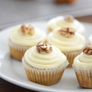 maple walnut cupcakes with cream cheese frosting- These cupcakes are so delicious and perfect to make during winter!