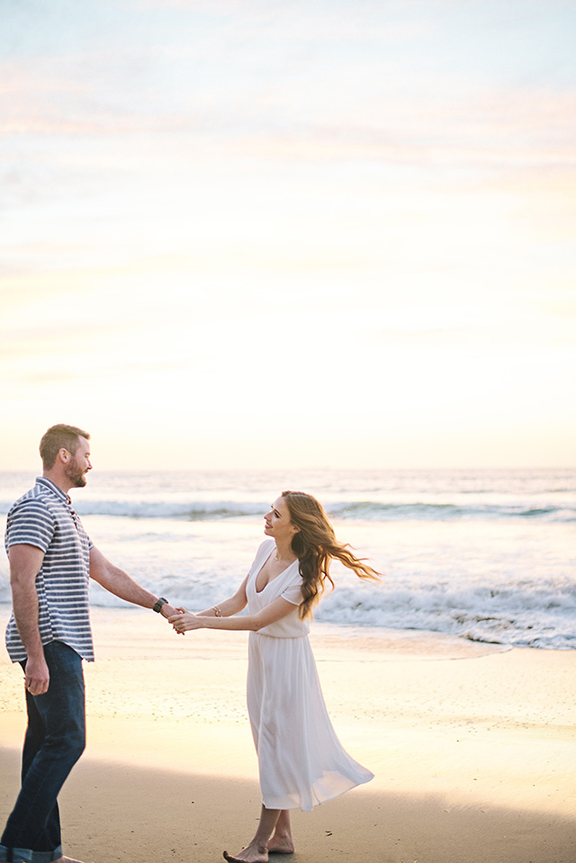 couple shoot at the beach at sunset
