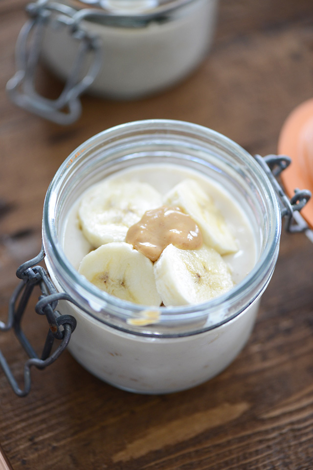 Looking for an easy breakfast idea? Try these overnight oats with bananas and peanut butter