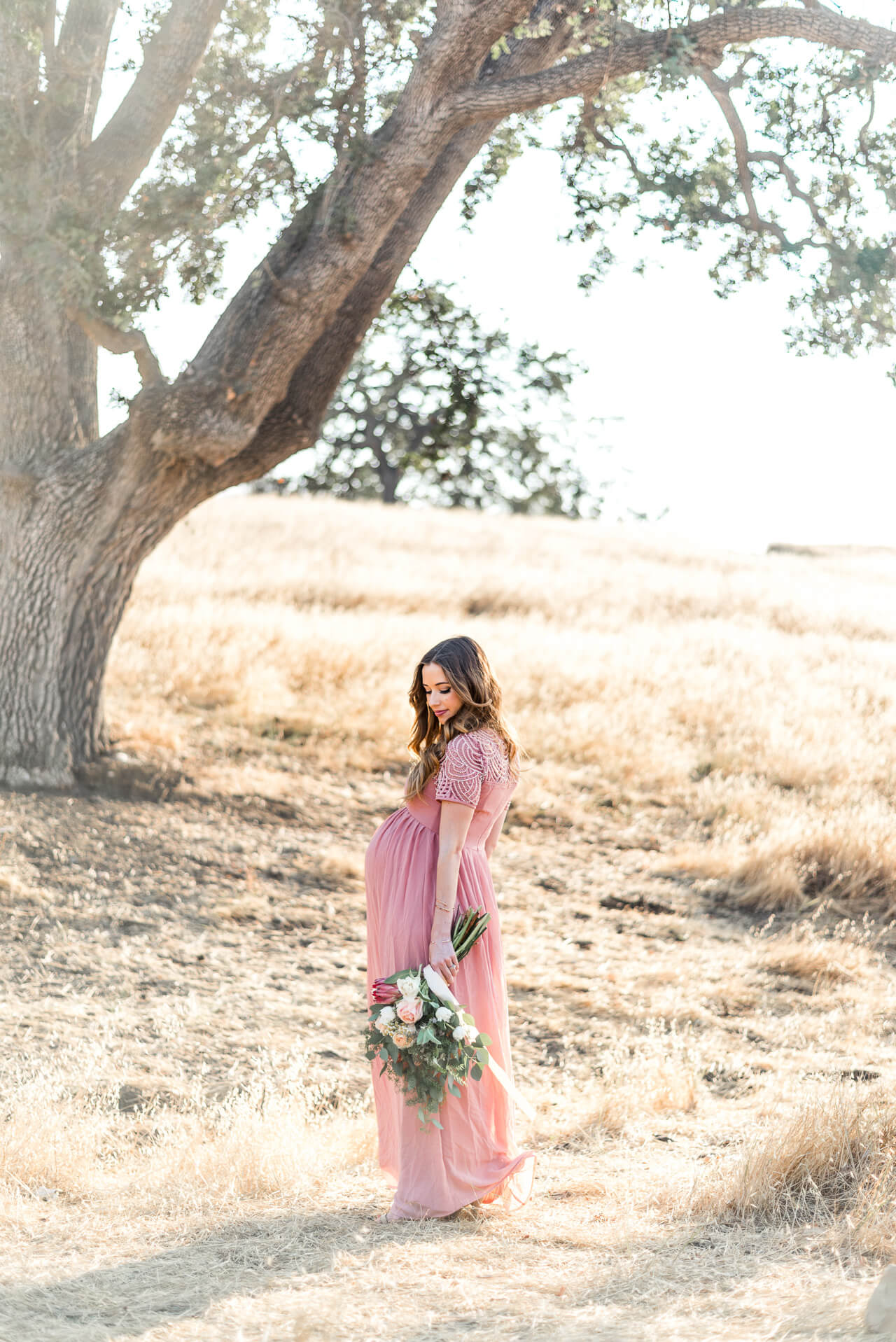 romantic maternity shoot