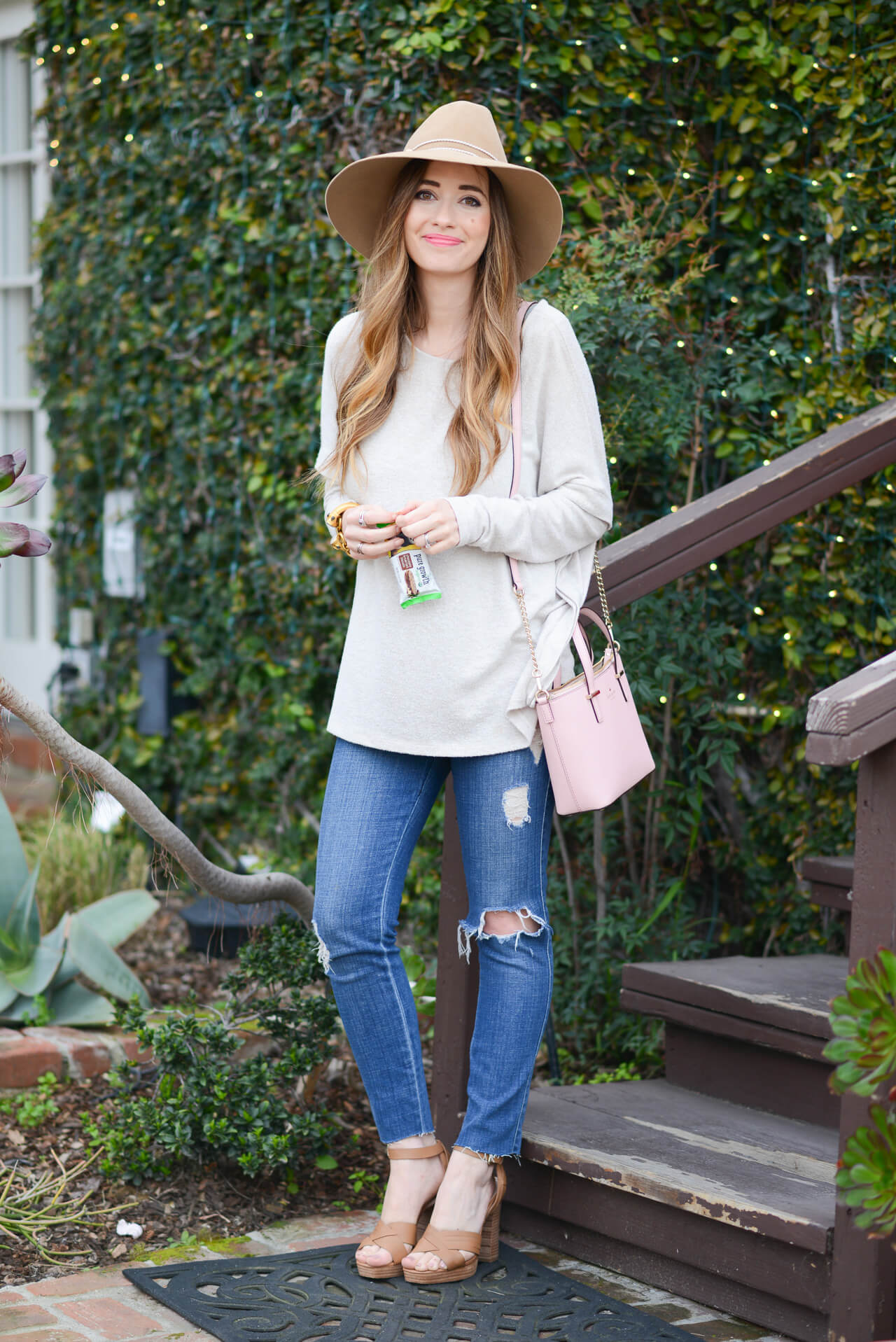 casual spring outfit with distressed jeans and hat