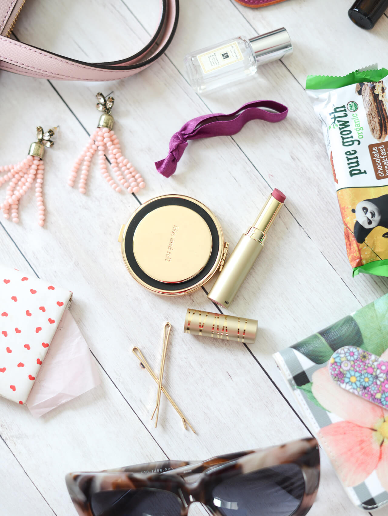 the 21 things to have in your purse at all times