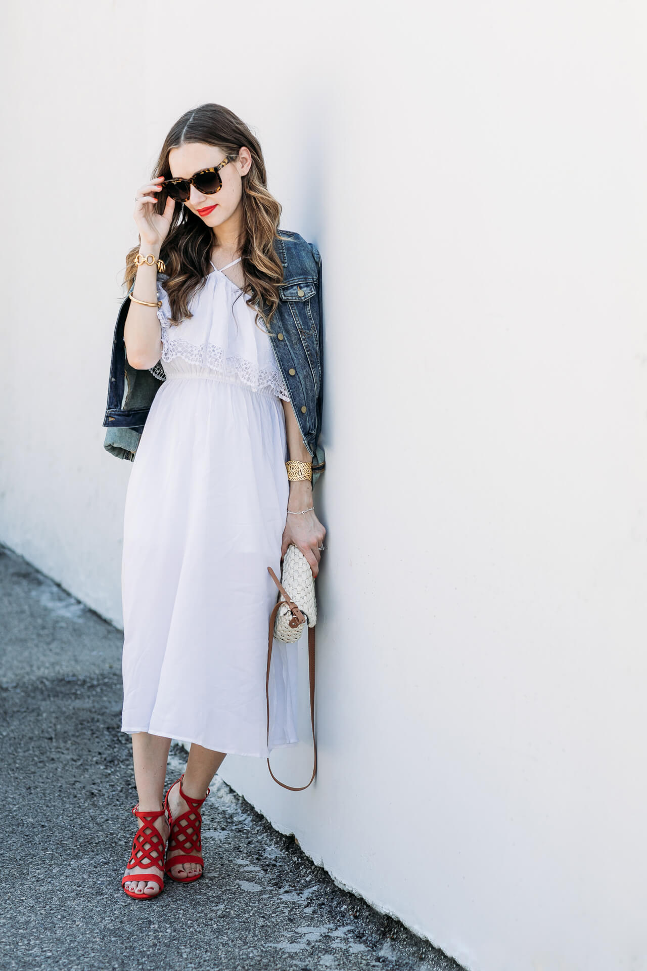 Love this effortless Summer outfit for hitting the beach or going on a date