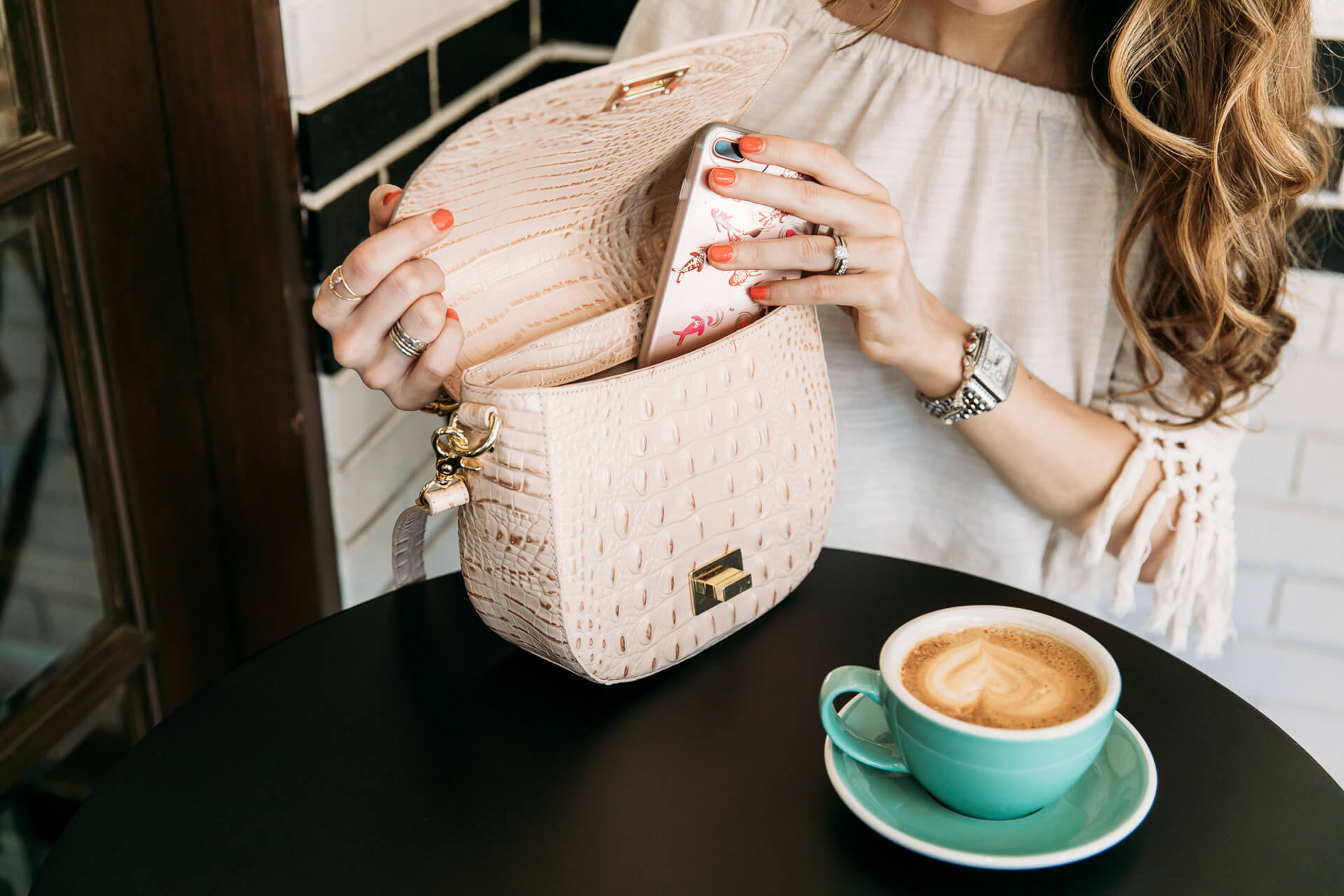 loving this bag with neutral outfits for Summer - M Loves M @marmar