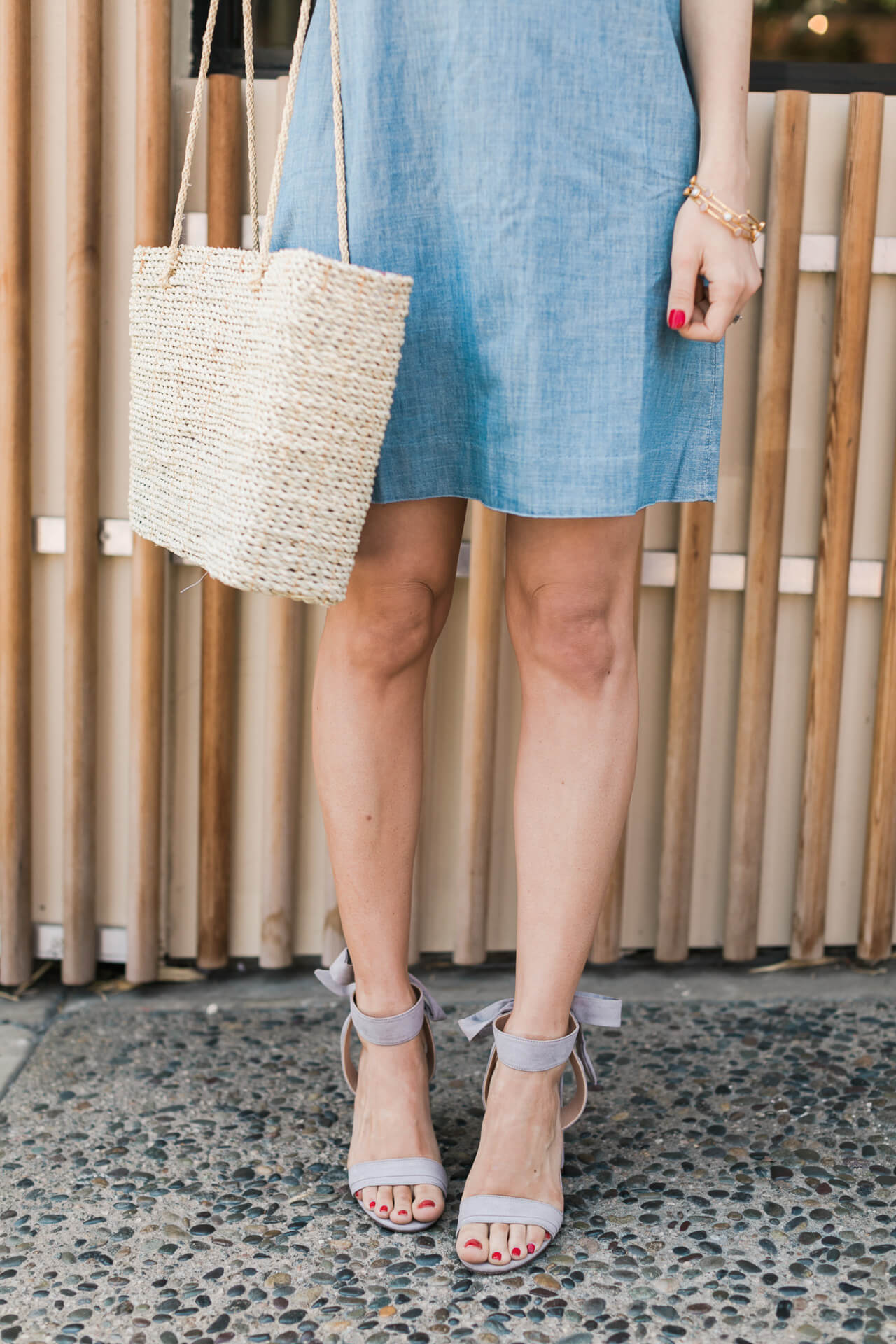 I love these neutral accessories with this chambray dress