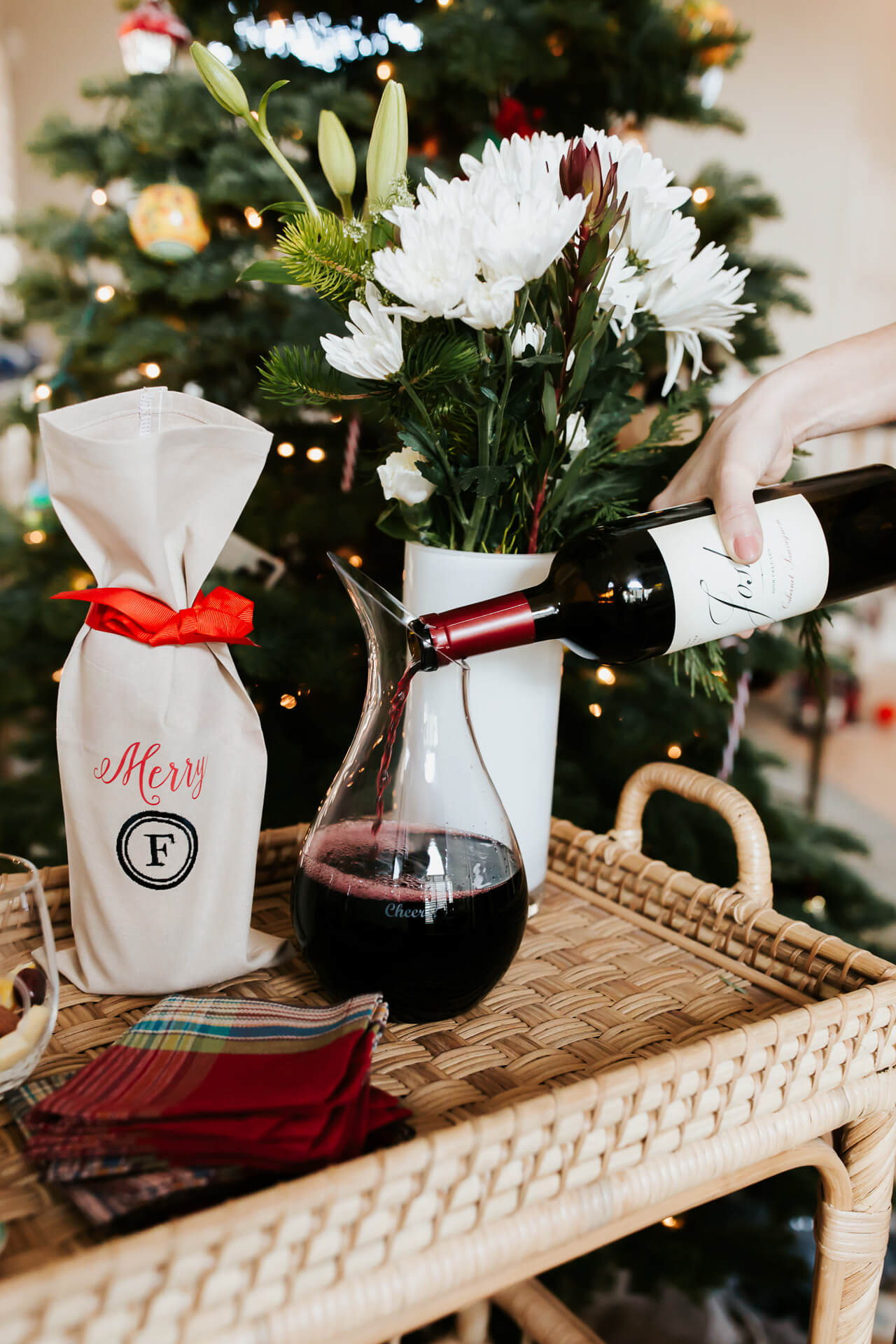 a personalized wine bag perfect for a gift this holiday - M Loves M @marmar