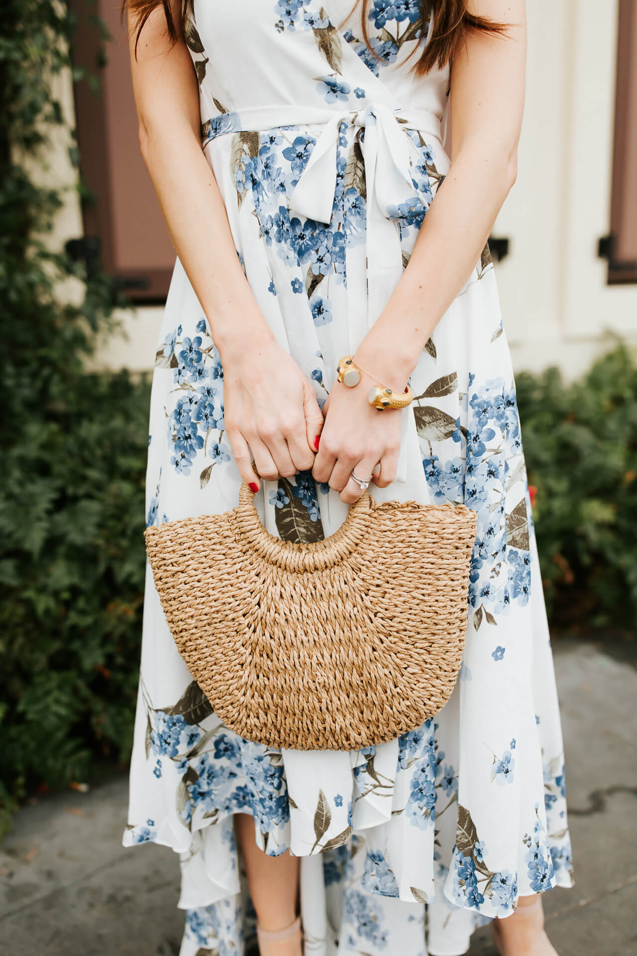 this is the must-have bag for spring 2018! A cute woven bag with a ring handle would be so versatile!