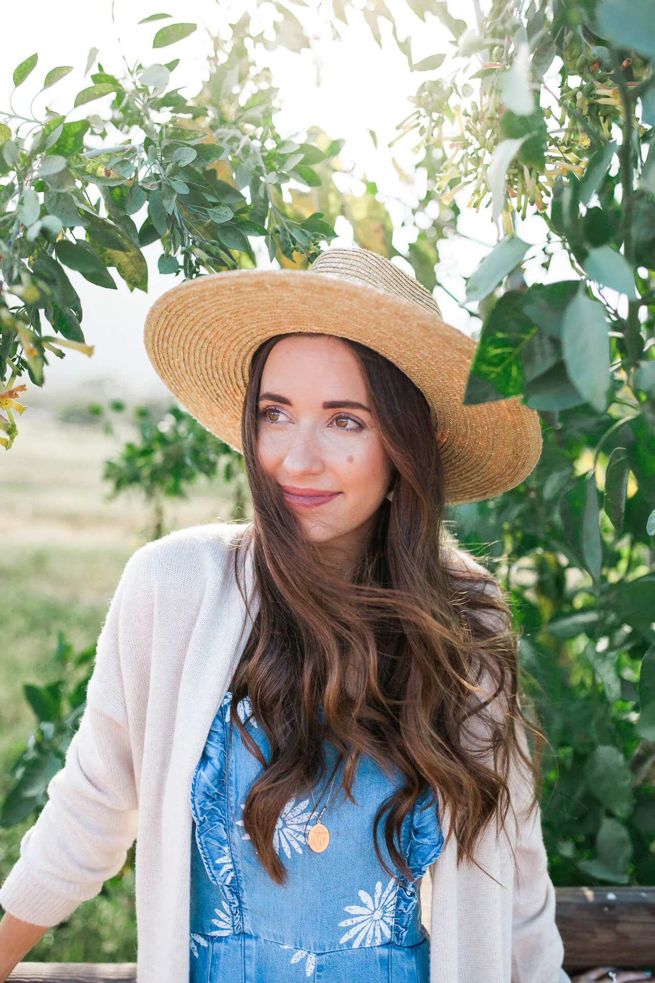 cute way to wear a hat for spring