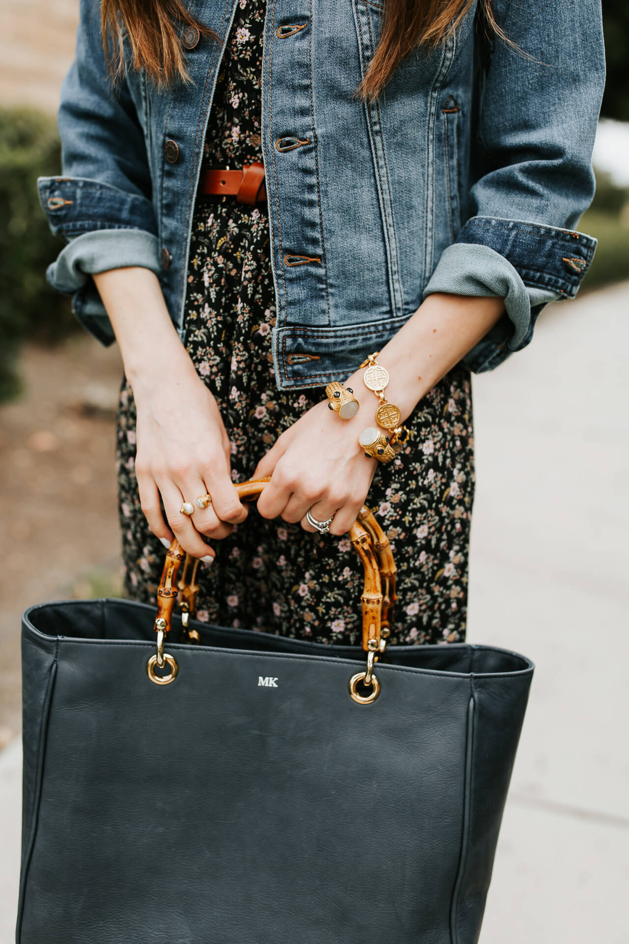 This black leather tote bag is so perfect for work or travel!   M Loves M @marmar