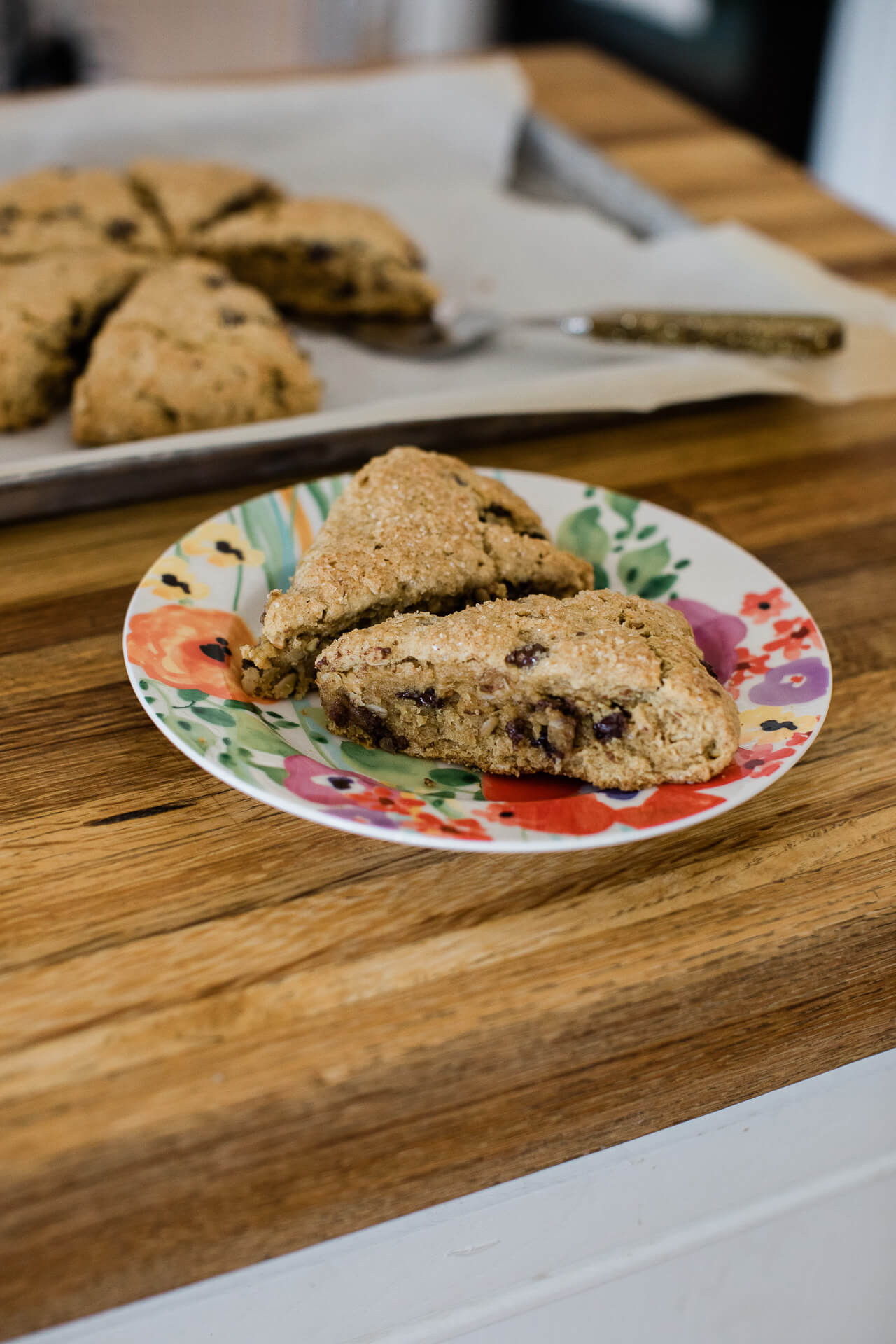 These oatmeal peanut butter chocolate chip scones are so easy to make! | M Loves M @marmar