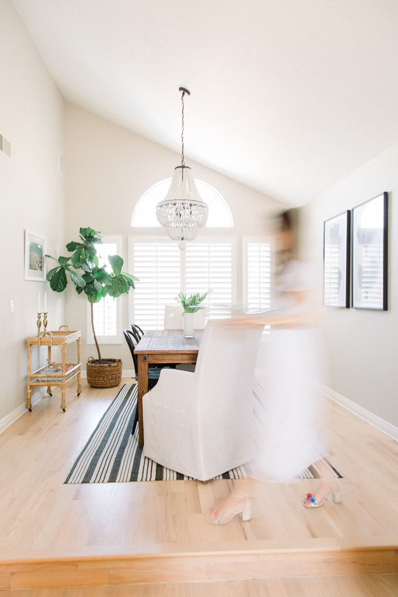 A blogger's neutral dining room decor. | M Loves M @marmar
