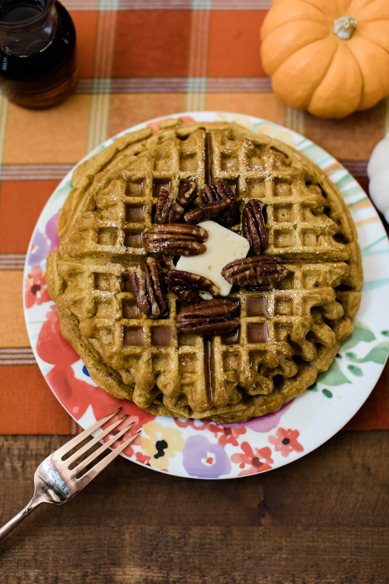 These pumpkin spiced waffles with candied pecans are perfect for a fall brunch!   M Loves M @marmar
