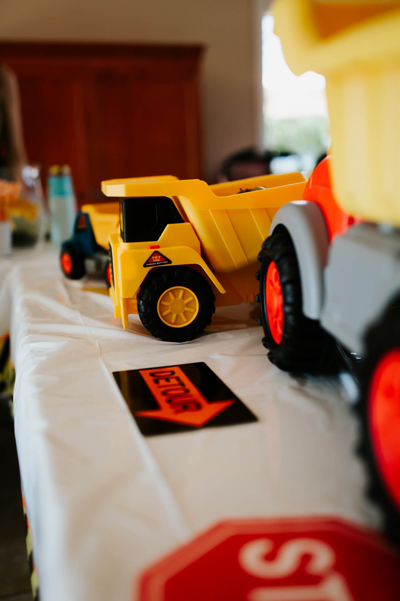 toddler boy's construction truck birthday party - M Loves M @marmar