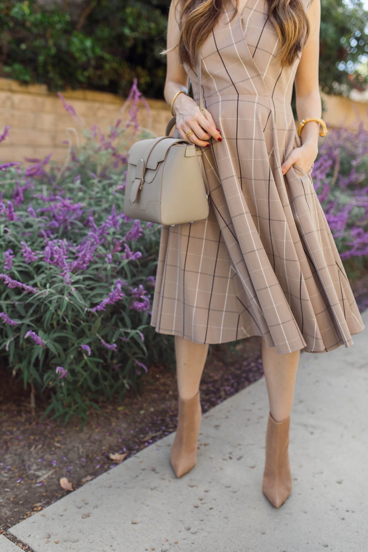 This checkered dress is a perfect fall outfit! - M Loves M @marmar