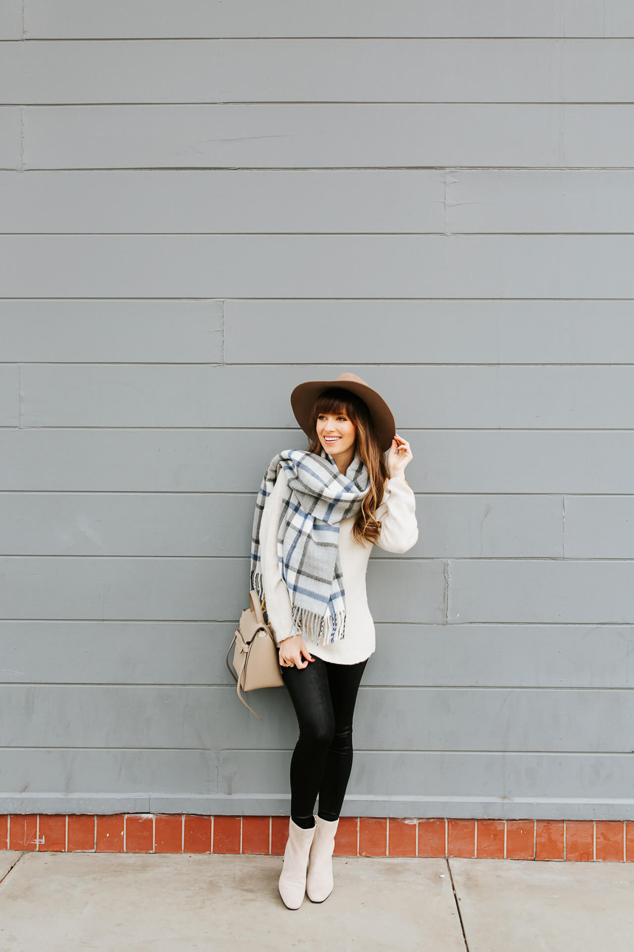 This fall outfit looks so good with a floppy hat! - M Loves M @marmar