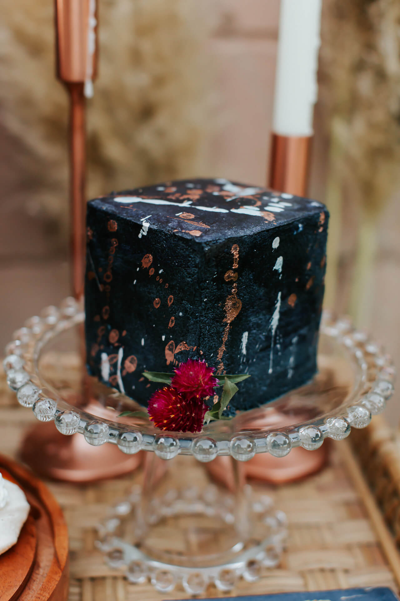 a stylish gender reveal cake with navy paint splatters - M Loves M @marmar