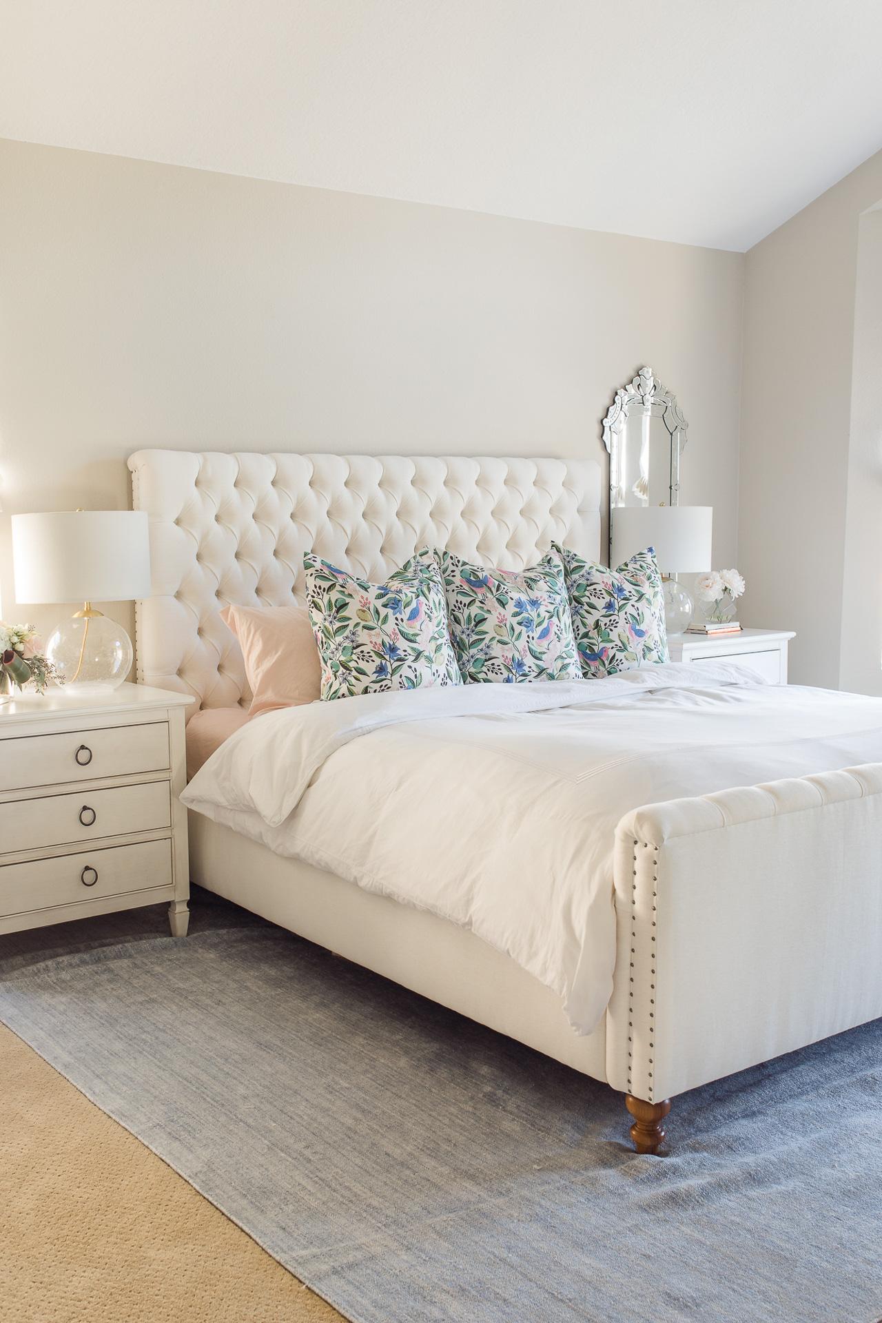 I love crisp white bedding sets! - M Loves M @marmar