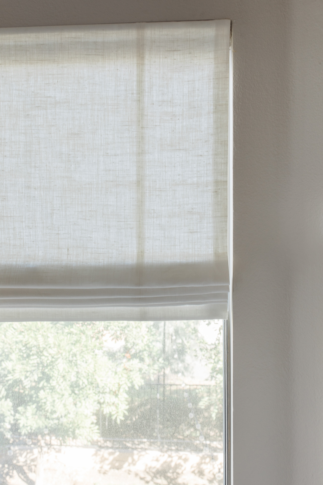 White blinds are practical and chic. - M Loves M @marmar