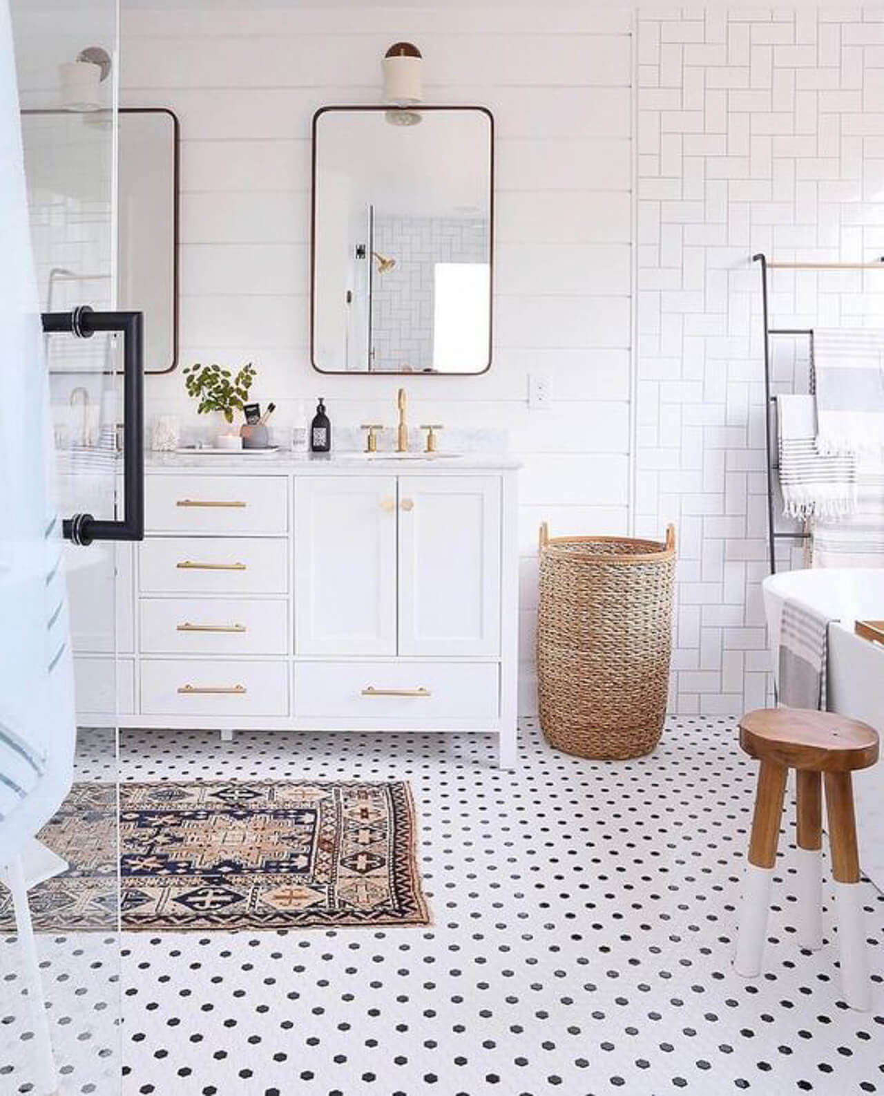 The white subway tile is so chic! - M Loves M @marmar