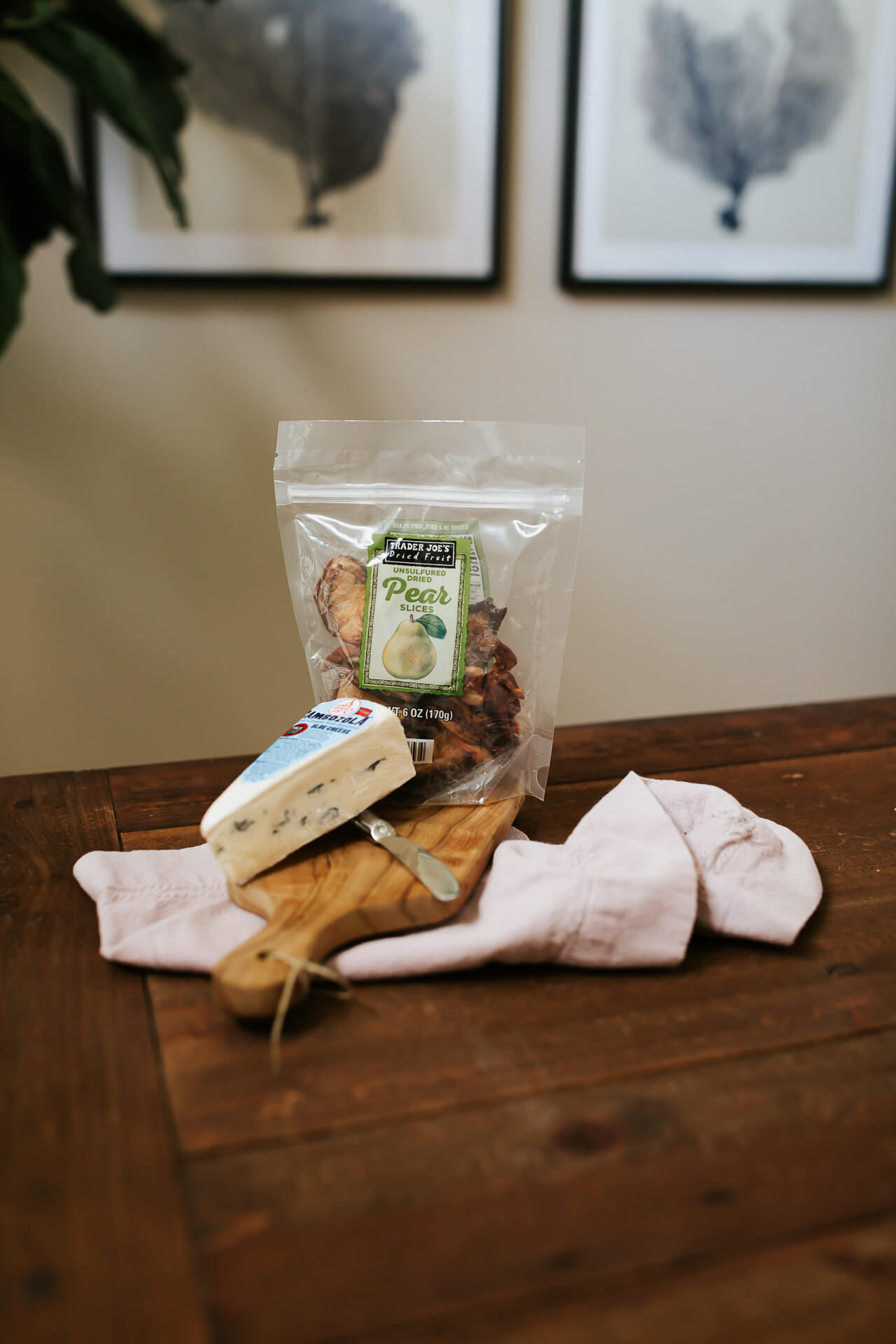 Love this dried pears and blue cheese snack! - M Loves M @marmar