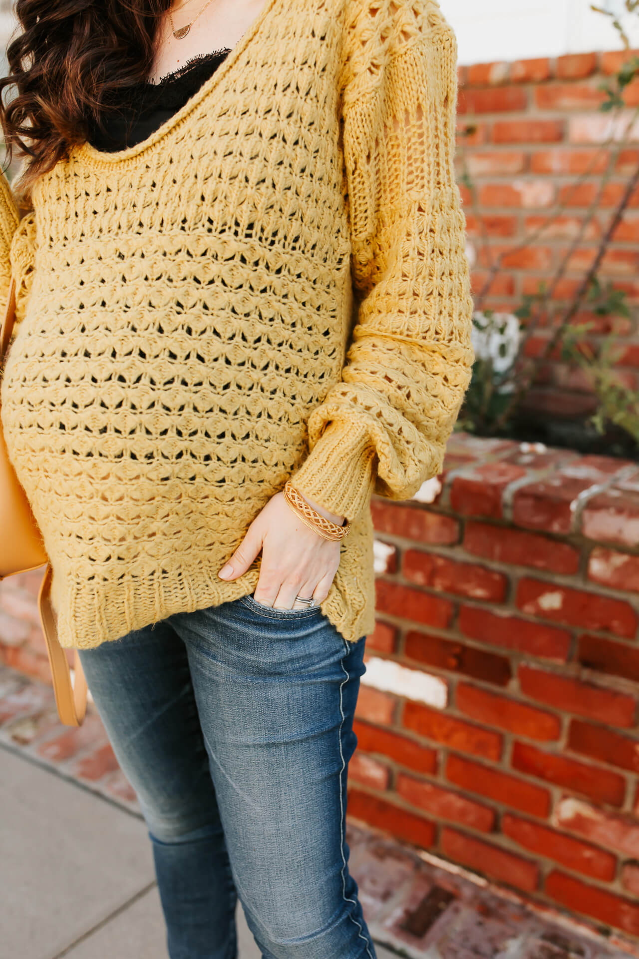 Such a comfy oversized sweater for a maternity outfit! How to style an oversized sweater! - M Loves M @marmar