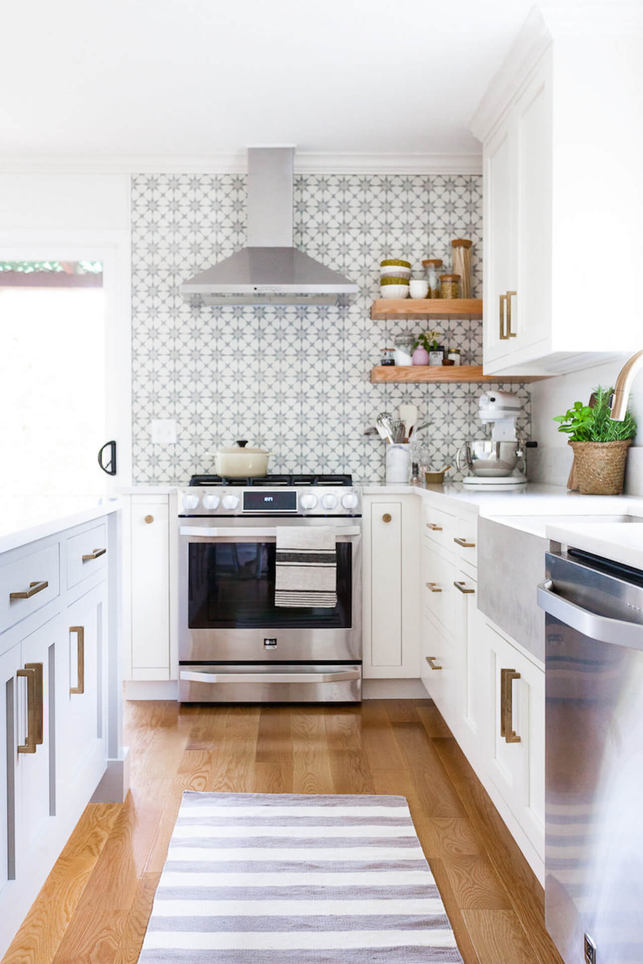 A modern white kitchen with star tiles! - M Loves M @marmar