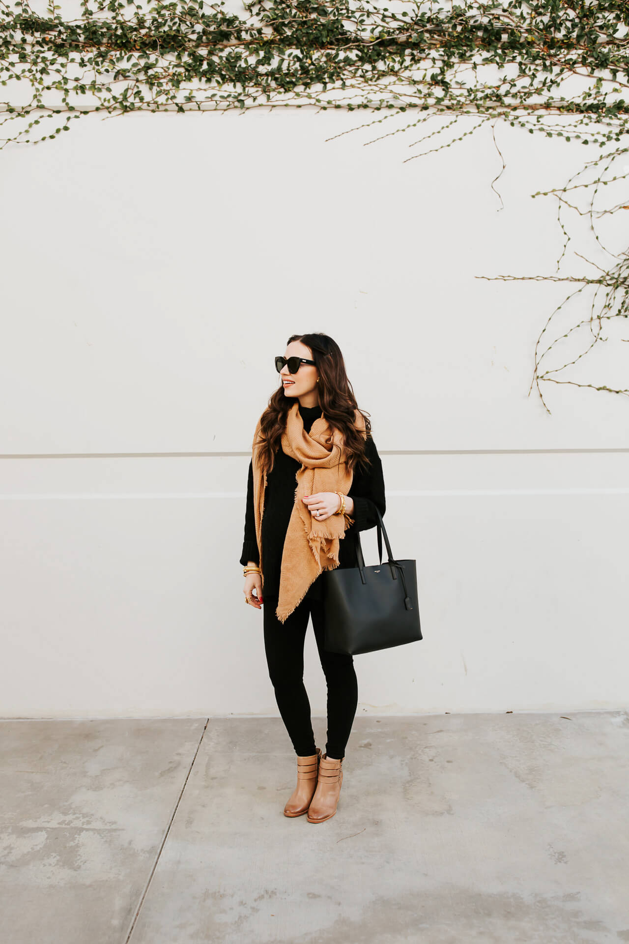These black maternity leggings are so comfy! - M Loves M @marmar