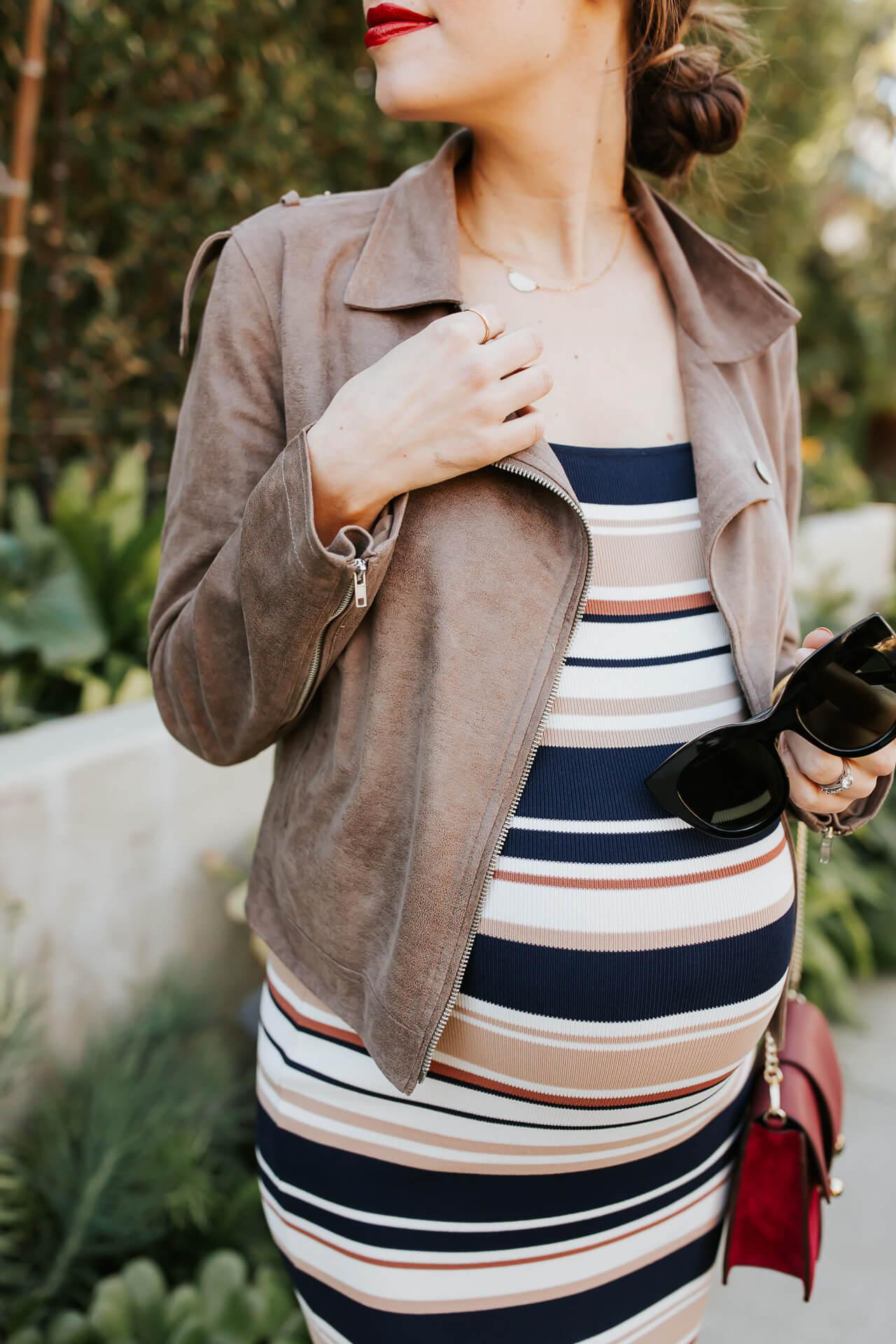 This striped maternity dress is so fun! - M Loves M @marmar