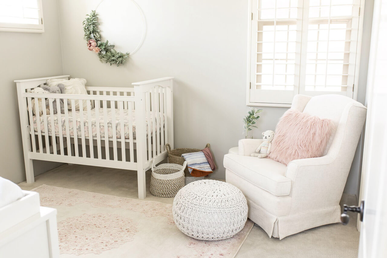 Love this white and pink baby nursery! - M Loves M @marmar