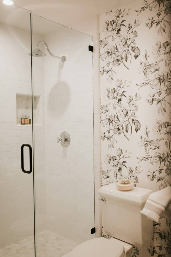 A white and black powder bath renovation! - M Loves M @marmar
