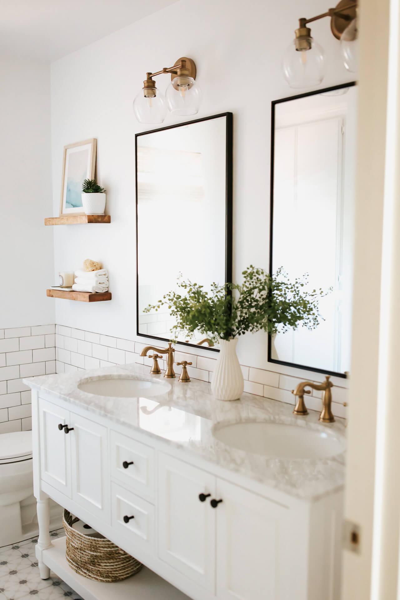 A clean white bathroom design. - M Loves M @marmar