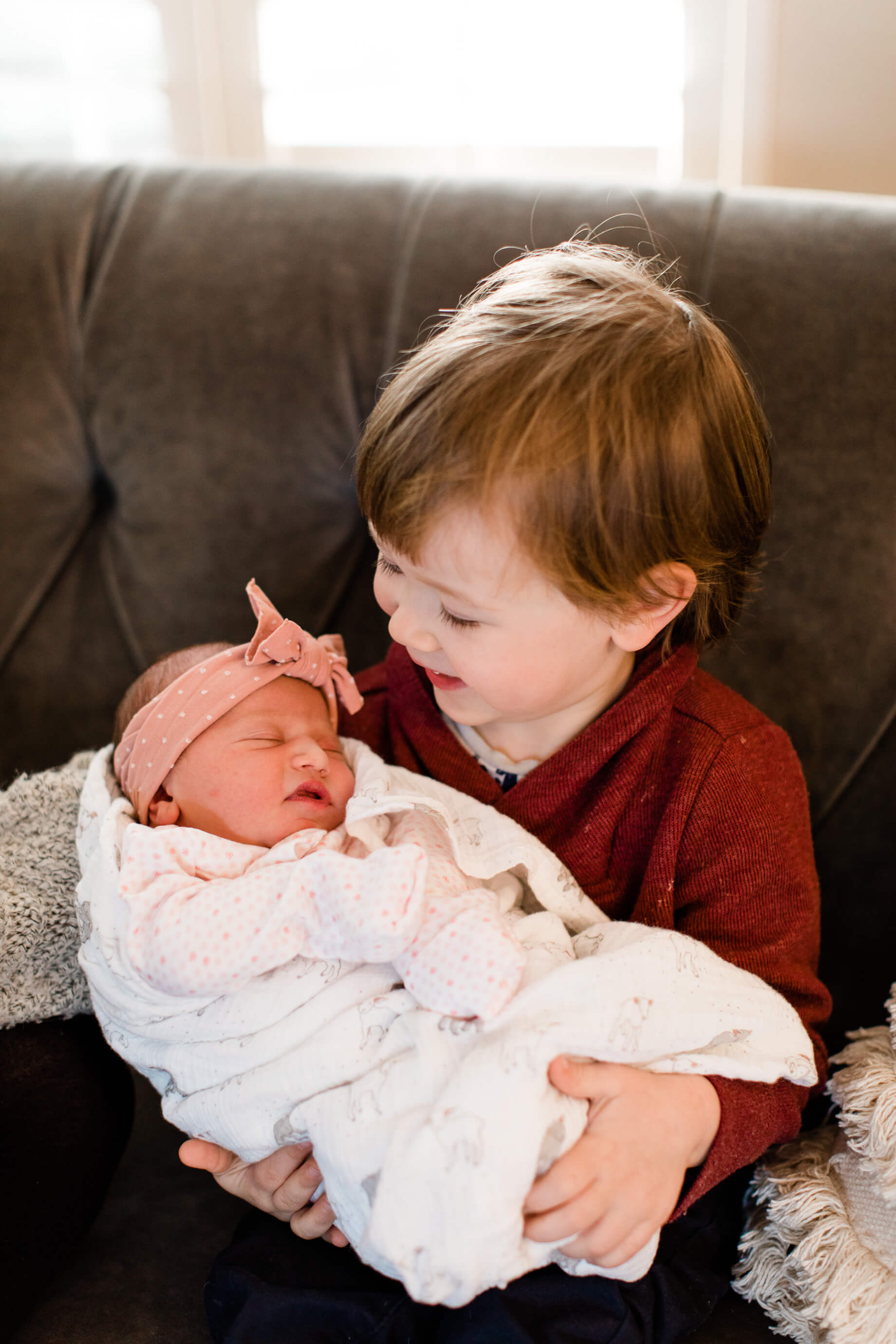 ways to help introduce a baby to an older sibling - M Loves M @marmar