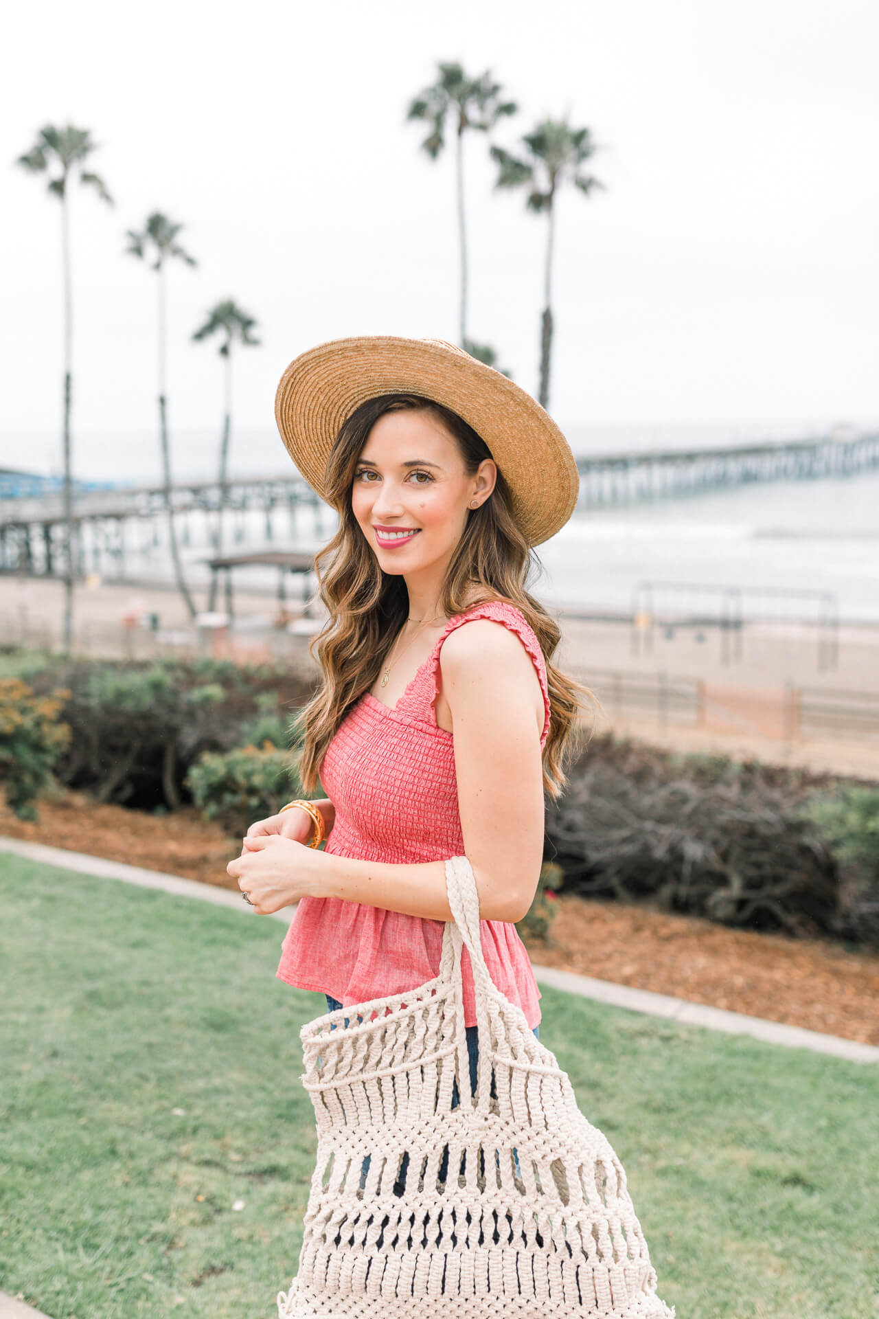 Such an easy and cute beach outfit for moms! - M Loves M